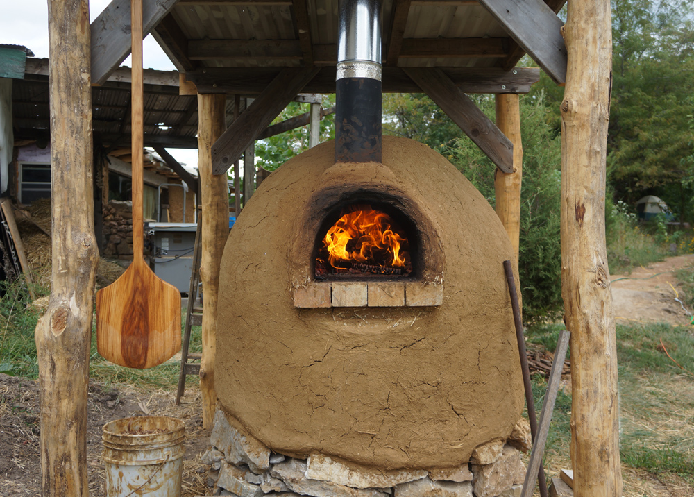 Outdoor pizza oven first fire in our new outdoor cob oven for How to make a cob oven