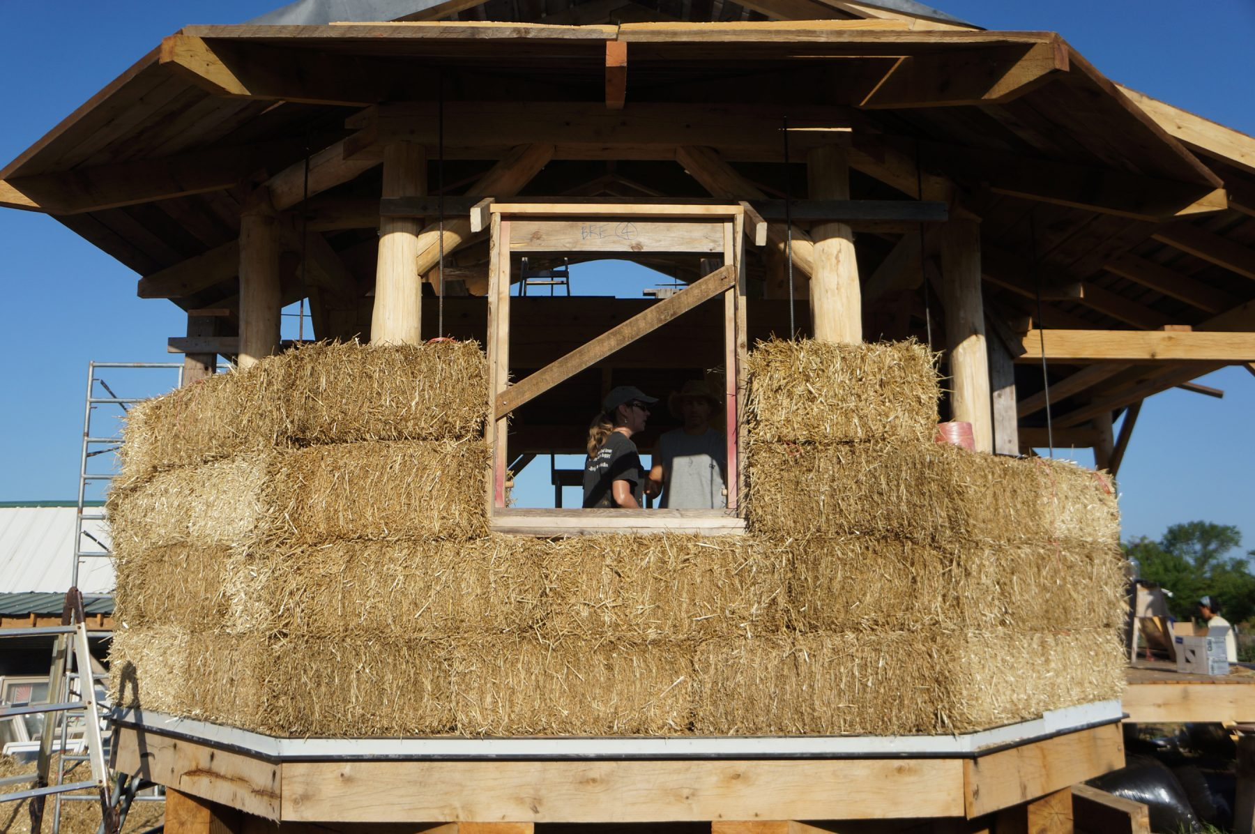 Advantages of a timber frame and straw bale house the for Timber frame straw bale house plans